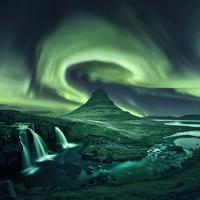 Kirkjufell Aurora 11098082952| 写真素材・ストックフォト・画像・イラスト素材|アマナイメージズ