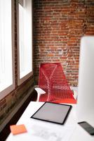 Tablet on a desk in a modern office. 11098082992| 写真素材・ストックフォト・画像・イラスト素材|アマナイメージズ
