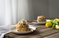 Ricotta chocolate chip pancakes 11098083067| 写真素材・ストックフォト・画像・イラスト素材|アマナイメージズ