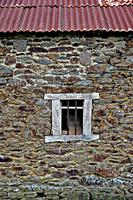 Barn_Window_Brittany.tif 11099000289| 写真素材・ストックフォト・画像・イラスト素材|アマナイメージズ