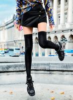 Detail Femme_PFW_Pr?t ? Porter _ SS14_Photographi? apr?s le d?fil? Allude_Street Style_Claudia F.tif 11099000455| 写真素材・ストックフォト・画像・イラスト素材|アマナイメージズ