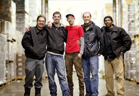 Group portrait of brewery workers 11100011949| 写真素材・ストックフォト・画像・イラスト素材|アマナイメージズ