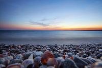 Pebbles on beach 11100012254| 写真素材・ストックフォト・画像・イラスト素材|アマナイメージズ