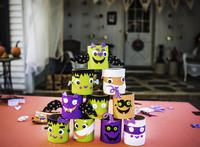 Stack of Halloween decorations 11100020851| 写真素材・ストックフォト・画像・イラスト素材|アマナイメージズ