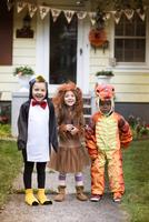 Children (4-5) wearing costumes on halloween 11100020963  写真素材・ストックフォト・画像・イラスト素材 アマナイメージズ