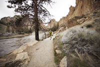 Young man running, cliffs in background 11100025563| 写真素材・ストックフォト・画像・イラスト素材|アマナイメージズ