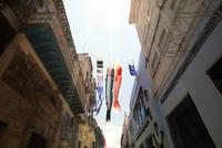 Decorations hanging between buildings, 11100029275| 写真素材・ストックフォト・画像・イラスト素材|アマナイメージズ