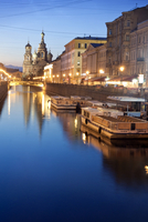 View along canal at dawn  11100030092| 写真素材・ストックフォト・画像・イラスト素材|アマナイメージズ