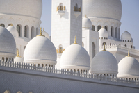 Low angle view of Sheikh Zayed Mosque on sunny day
