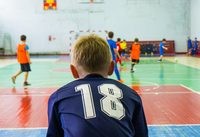 Goalie in sports uniform bending at soccer court 11100051855| 写真素材・ストックフォト・画像・イラスト素材|アマナイメージズ