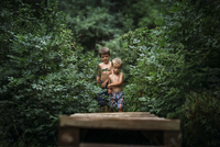 Shirtless brothers walking in forest 11100059414| 写真素材・ストックフォト・画像・イラスト素材|アマナイメージズ