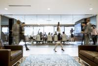 Business people in office 11100060843| 写真素材・ストックフォト・画像・イラスト素材|アマナイメージズ