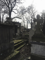 Tombstones at old cemetery against sky 11100061419| 写真素材・ストックフォト・画像・イラスト素材|アマナイメージズ