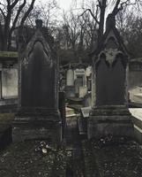 Tombstones at old cemetery 11100061429| 写真素材・ストックフォト・画像・イラスト素材|アマナイメージズ