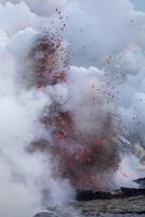 Close-up of volcanic eruption on shore 11100061726| 写真素材・ストックフォト・画像・イラスト素材|アマナイメージズ