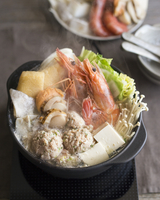 High angle view of Japanese stew in bowl on table 11100062103| 写真素材・ストックフォト・画像・イラスト素材|アマナイメージズ