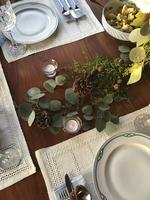 High angle view of plant decoration on dinning table 11100064121| 写真素材・ストックフォト・画像・イラスト素材|アマナイメージズ