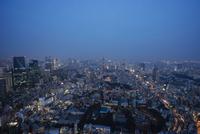 Aerial view of illuminated Tokyo city against blue sky 11100065793| 写真素材・ストックフォト・画像・イラスト素材|アマナイメージズ