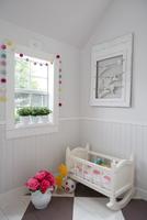 Crib with toys in playhouse 11100067495| 写真素材・ストックフォト・画像・イラスト素材|アマナイメージズ