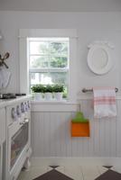 Over by window playhouse 11100067499| 写真素材・ストックフォト・画像・イラスト素材|アマナイメージズ