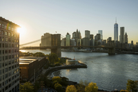 Skyline and Brooklyn Bridge, sunset, Downtown, Dumbo, New 11102000558| 写真素材・ストックフォト・画像・イラスト素材|アマナイメージズ