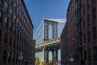 Manhattan Bridge and Empire State Building, Dumbo, New 11102000563| 写真素材・ストックフォト・画像・イラスト素材|アマナイメージズ