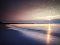 Sunset on the beach of Ahrenshoop, Fischland 11102000676| 写真素材・ストックフォト・画像・イラスト素材|アマナイメージズ