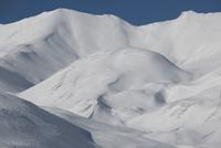 Snowy landscape on Monte Sella di Senes, Fanes-Senes-Prague 11102001073| 写真素材・ストックフォト・画像・イラスト素材|アマナイメージズ