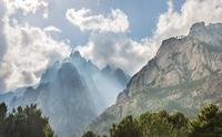 Cliffs in clouds, Col de Bavella, Bavella Massif, Corsica 11102001082| 写真素材・ストックフォト・画像・イラスト素材|アマナイメージズ