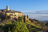 The medieval hill town of Saint-Paul or 11102001118| 写真素材・ストックフォト・画像・イラスト素材|アマナイメージズ