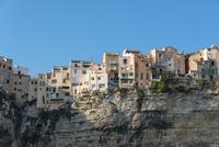 Old town on chalk cliffs, Bonifacio, Corsica, France, Europe 11102001140| 写真素材・ストックフォト・画像・イラスト素材|アマナイメージズ