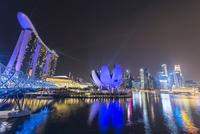 Light show, Millenium Bridge, Marina Bay Sands Hotel 11102001245| 写真素材・ストックフォト・画像・イラスト素材|アマナイメージズ