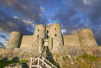 Medieval Harlech Castle, built in 1282, UNESCO World 11102001717| 写真素材・ストックフォト・画像・イラスト素材|アマナイメージズ
