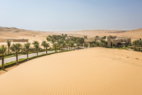 Qasr Al Sarab Desert Resort by Anantara, surrounded by high 11102001767| 写真素材・ストックフォト・画像・イラスト素材|アマナイメージズ