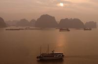 Sunrise at Halong Bay, Vietnam, Indochina, Southeast Asia 11104001407| 写真素材・ストックフォト・画像・イラスト素材|アマナイメージズ