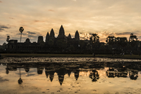 Sunrise over the west entrance to Angkor Wat, Angkor, Siem Reap, Cambodia, Indochina, Southeast Asia 11104011723| 写真素材・ストックフォト・画像・イラスト素材|アマナイメージズ