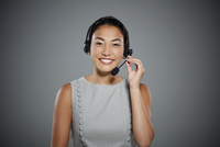 Portrait of young woman wearing headset. 11107000491| 写真素材・ストックフォト・画像・イラスト素材|アマナイメージズ