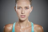 Portrait of sweating young woman. 11107000526| 写真素材・ストックフォト・画像・イラスト素材|アマナイメージズ