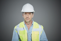 Portrait of a mature construction worker. 11107000587| 写真素材・ストックフォト・画像・イラスト素材|アマナイメージズ