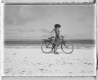 Young woman with bicycle on beach 11107002901| 写真素材・ストックフォト・画像・イラスト素材|アマナイメージズ