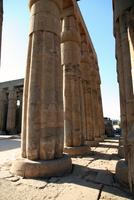 Old columns 11107002995| 写真素材・ストックフォト・画像・イラスト素材|アマナイメージズ