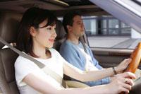 運転をする女性 28004001083| 写真素材・ストックフォト・画像・イラスト素材|アマナイメージズ