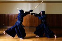 試合をしている剣道選手
