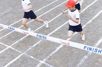 徒競走 28052000256| 写真素材・ストックフォト・画像・イラスト素材|アマナイメージズ