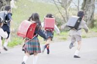走る新入学生