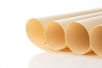 白バックのクラフト紙 28056005665| 写真素材・ストックフォト・画像・イラスト素材|アマナイメージズ