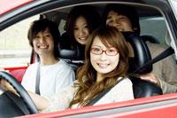 車の中の若者たち