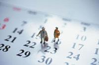 カレンダーと人形