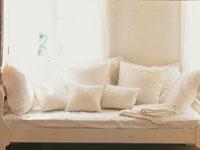 白いソファ 28144081725| 写真素材・ストックフォト・画像・イラスト素材|アマナイメージズ