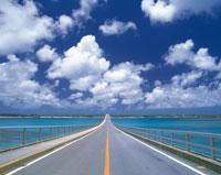 まっすぐ伸びる道路 沖縄